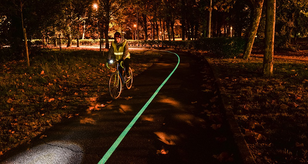 Eiffage and Olikrom invent the luminescent road