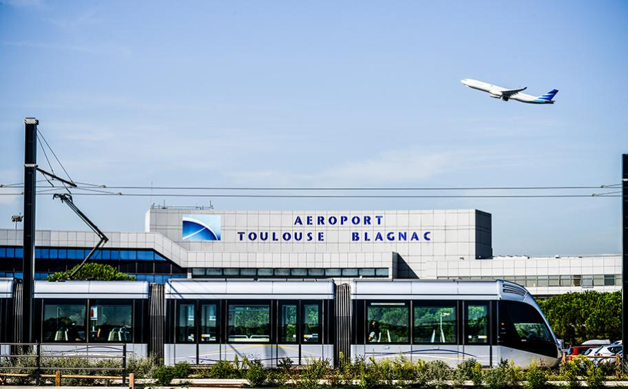 Eiffage entre en négociations exclusives en vue de l'acquisition de 49,99 % de l'aéroport de Toulouse-Blagnac